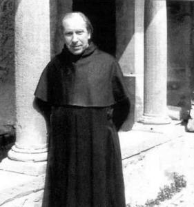 Una rarissima foto di Turoldo con l'abito.