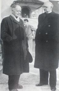 Von Balthasar con Otto Karrer 1888-1976), gesuita che lasciò la Compagnia per dedicarsi fallendo) ad esperimenti ecumenici.