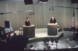 """Il duello televisivo fra Kennedy e Nixon. Fu la prima vera """"televendita"""" della storia."""