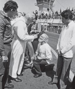 Nicaragua, 1981. Giovanni Paolo II rimprovera duramente il gesuita Ernesto Cardenal.