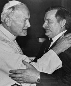 Giovanni Paolo II con Lech Walesa, leader di Solidarnosc.