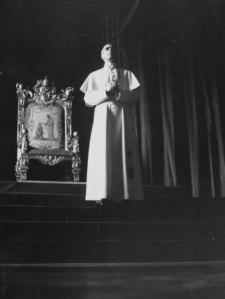 """Pio XII, lultimo papa """"romano di Roma""""."""