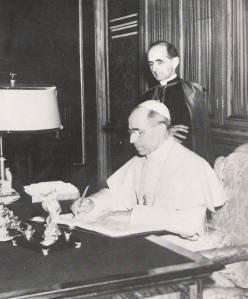 Monsignor Giovanni Battista Montini incontrava comunisti allinsaputa di papa Pio XII.