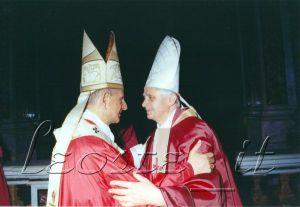 Il neo-cardinale Ratzinger con Paplo VI, 1977.