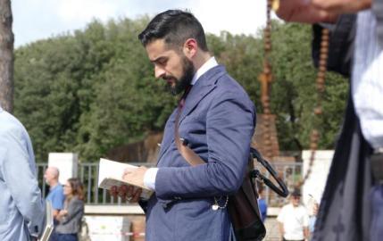 Young_married_Italian_man_praying_-_sized_645_406_75